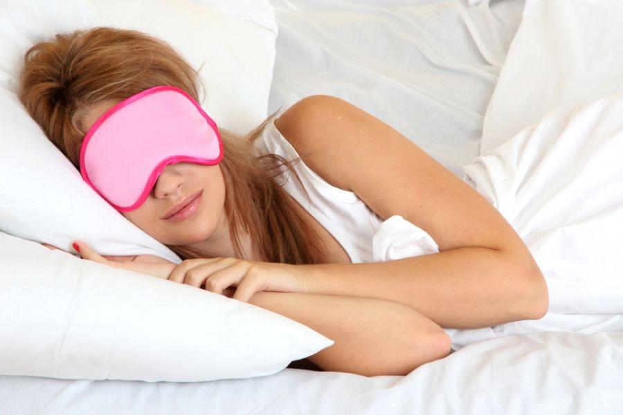 Em ambiente claros, o ideal é utilizar máscaras para dormir